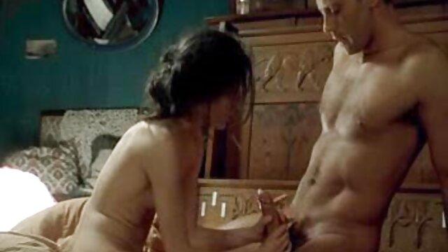 ¡La puma ropa erotica xxx caliente Shanda Fay se frota los pies y se rellena el coño!