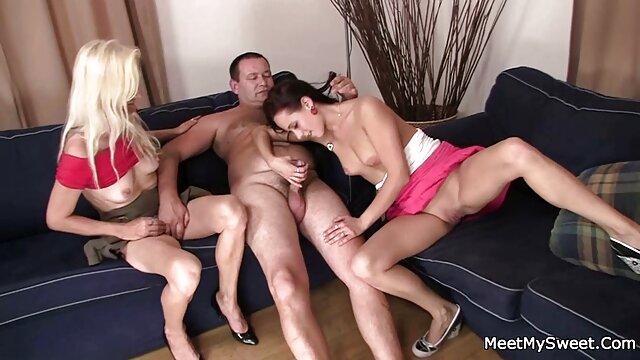 Two Maids & Her Master # 2 (Recoloreado) videos de trios eroticos