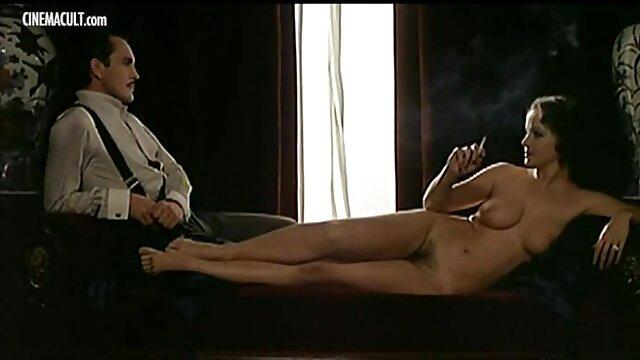dos lesbianas sexy tienen sexo anal videos erticos en español con un consolador sin tirantes