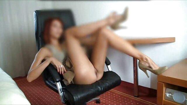 Roxy usa un endoscopio para ver el interior. videos eroticos para mujer Primer plano extremo