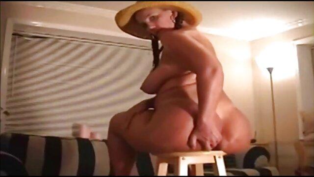 dama sexy haciendo selfies baile herotico xxx