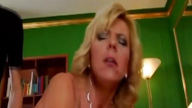 Glamcore lesbo gustosamente ver videos heroticos por su hijastra
