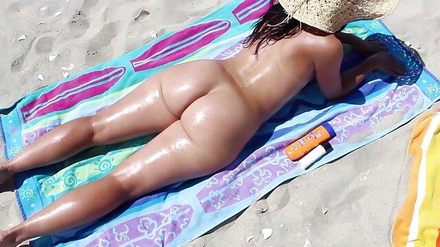 Disfrutando de un buen picnic con peliculas eroticas orientales su esposa caliente.mp4