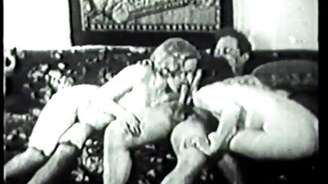 Rubia con curvas follada videos eroticos petardas en la piscina