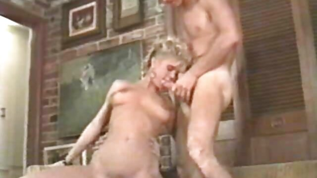 MILF pelirroja videos de desnudos eroticos caliente provocativa en la calle
