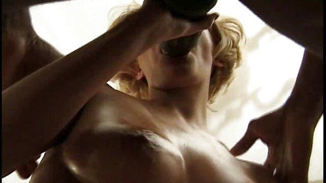 Morena videos eroticos caseros recibiendo un creampie anal