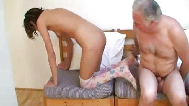 Mofos - xvideos eroticos Anna Bell - Noche de cine en casa