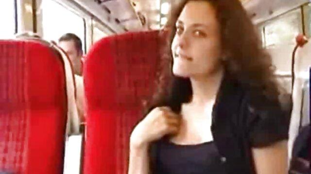 Chica culona caliente videos heroticos porno se engancha en el parque
