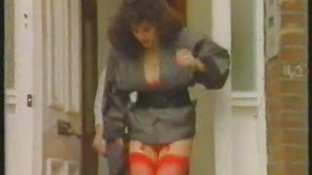 Preciosa petite brotando en un trío videos eroticos online gratis